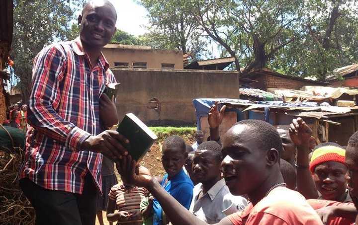 muliika_gir_ut_bibler